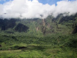 Pesona Hijau Kawah Gunung Galunggung