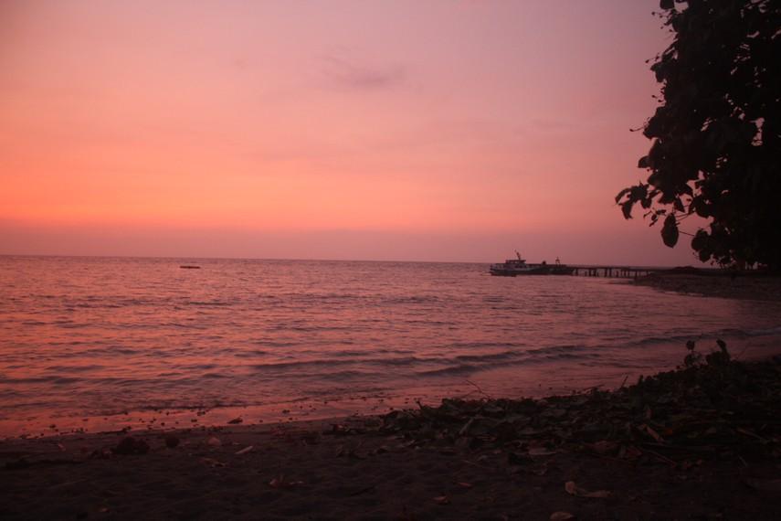 Keheningan suasana saat pagi menjelang di Pulau Sebesi
