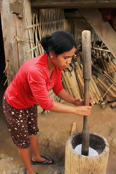 Kehidupan yang masih tradisional masih dipertahankan demi menjaga budaya desa ini