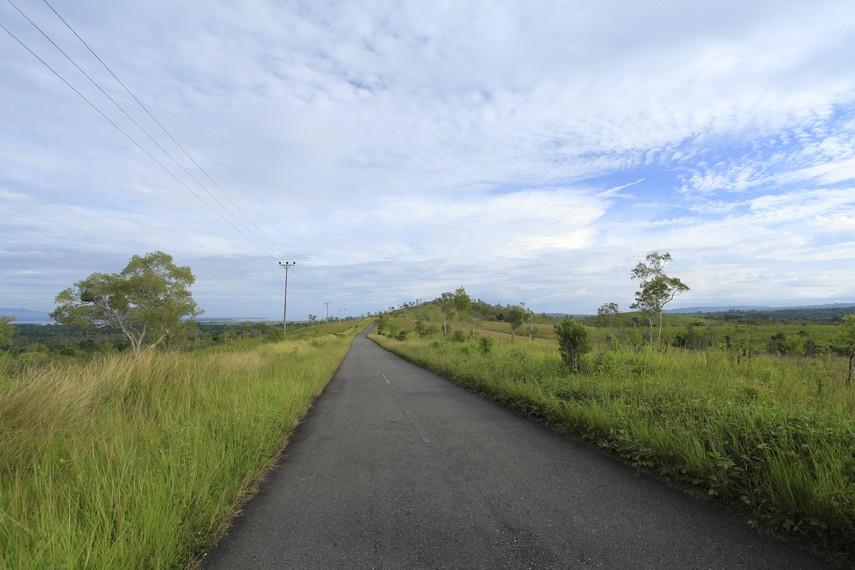 Keindahan alam di sekitar kota Piru