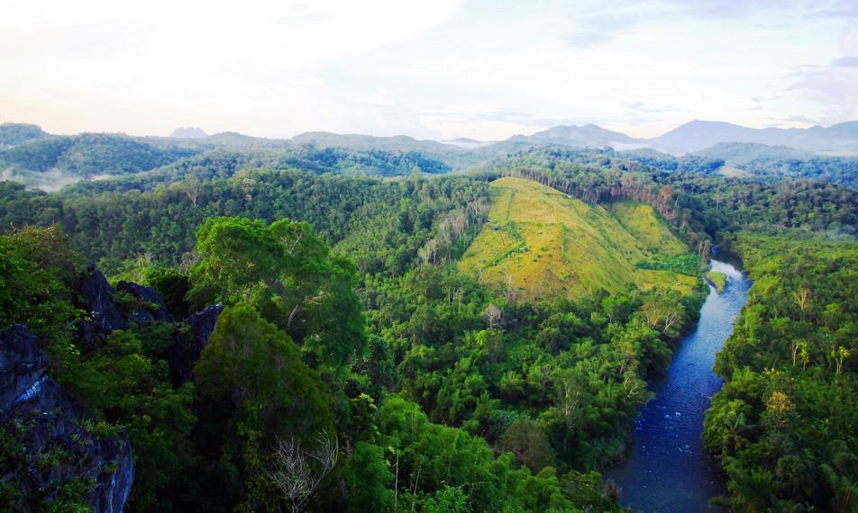 Keindahan aliran Sungai Amandit