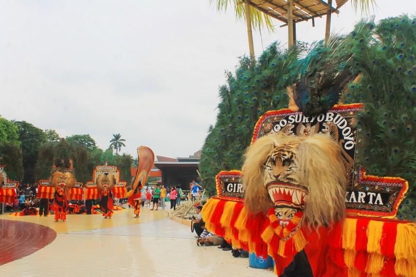 Kesenian reog sudah ada di Indonesia sejak sekitar tahun 1920-an