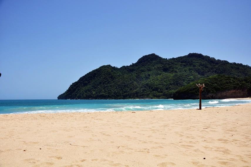 Ketika terjadi bencana tsunami pada 2004, pantai ini termasuk salah satu daerah yang cukup parah terkena dampaknya