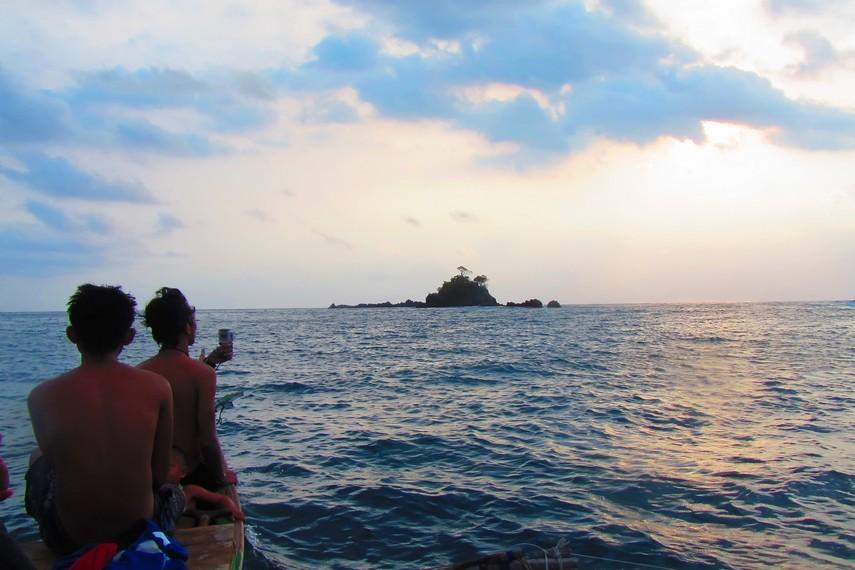 Kiluan menawarkan konsep wisata ramah lingkungan di tengah lautan lepas yang eksotis