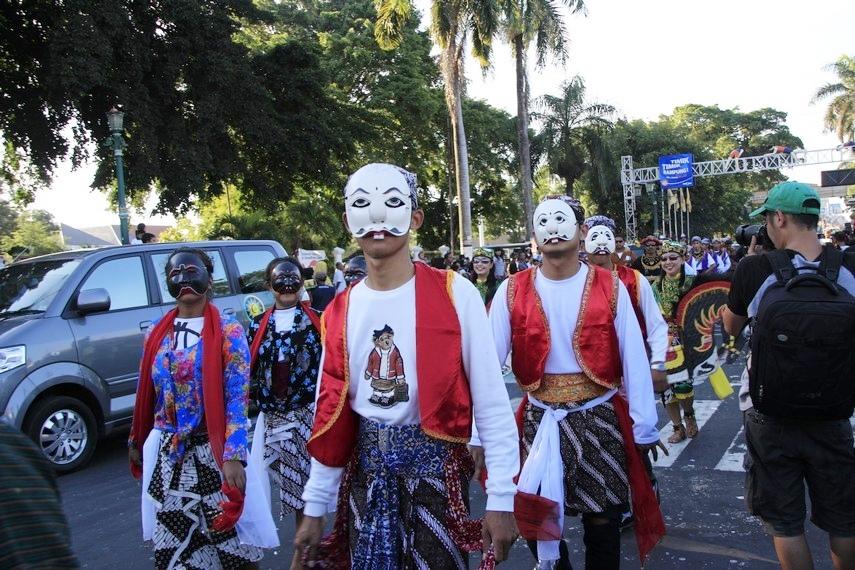 Kirab budaya ini melewati berbagai jalan utama di Yogyakarta hingga kembali ke Keraton