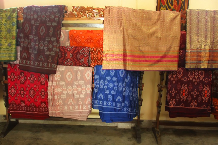 Kisaran harga kain songket di desa ini mulai dari ratusan ribu  hingga jutaan rupiah
