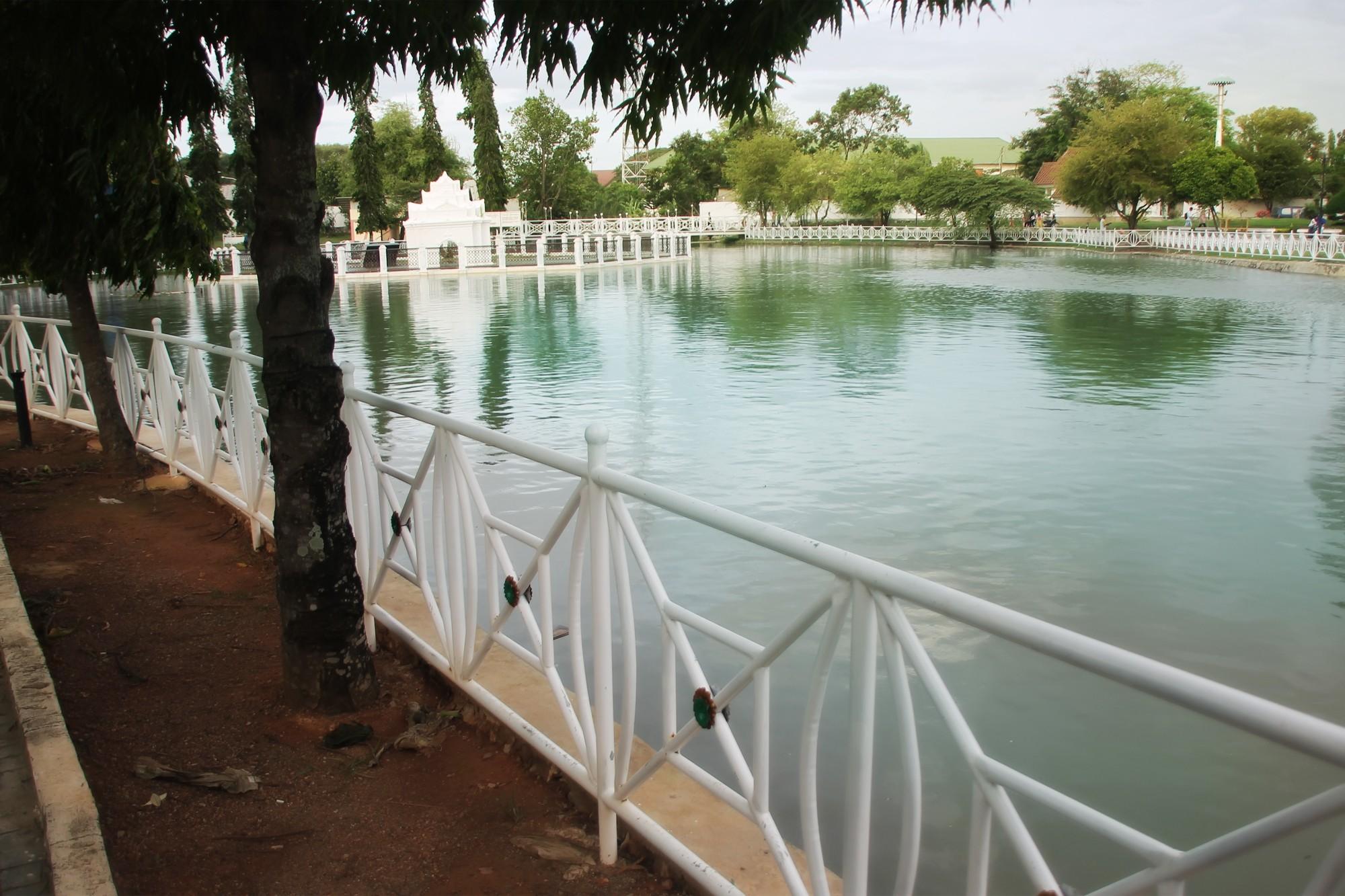 Kemegahan Taman Putroe Phang dimasa lalu dijelaskan secara mendetail dalam Kitab Bustanussalatin