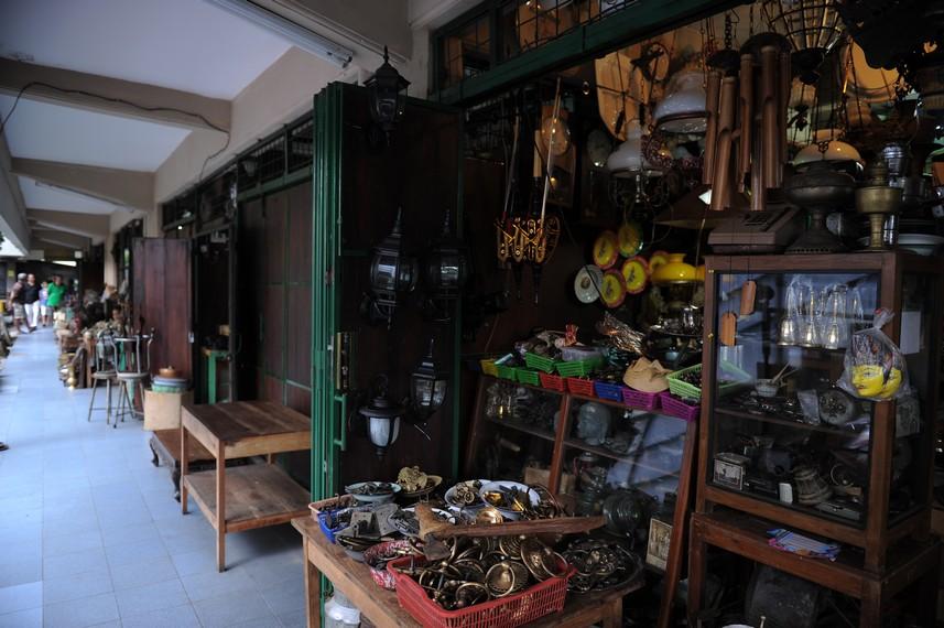Kois-kios Pasar Triwindu tidak disewakan kembali, melainkan diwariskan turun temurun di dalam keluarga