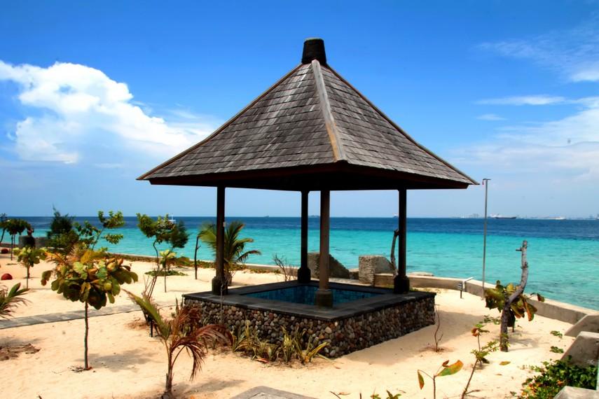 Kolam yang disediakan bagi pengunjung yang ingin berendam