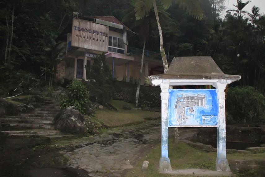 Kolam pemandian air panas Tlogo Putri