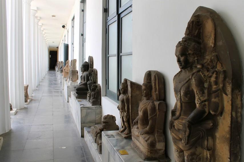 Koleksi-koleksi arca yang ditemukan dari berbagai daerah di Indonesia