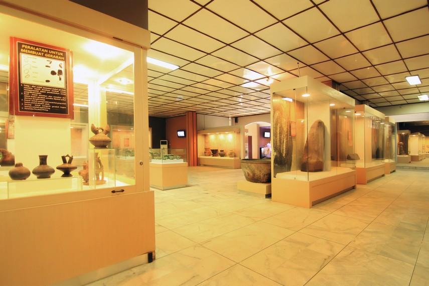Koleksi Museum Negeri Lampung saat ini jumlahnya mencapai 2.079 benda bersejarah