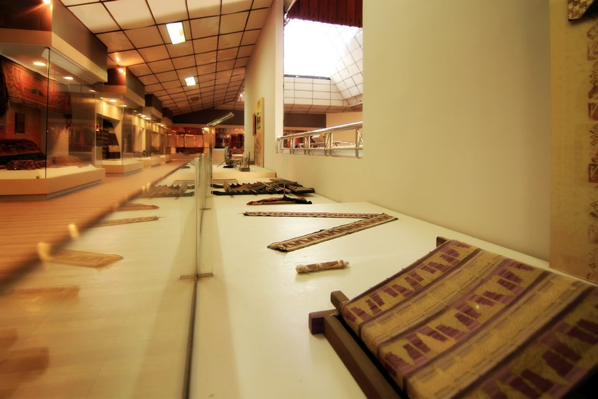 Koleksi yang memajang hasil kriya tekstil tradisional Lampung juga Anda bisa lihat di museum ini