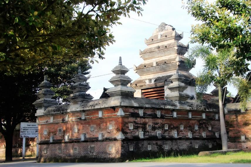 Komplek makam ini dibangun dengan arsitek Kyai Tumenggung TjitraKoesoemo
