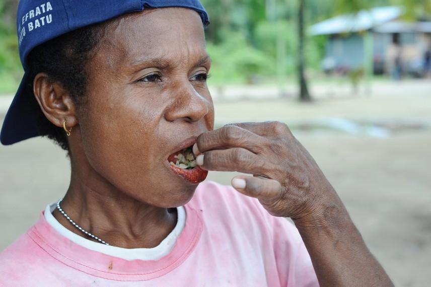 Konon, mengunyah buah Pinang dapat menguatkan gigi dan gusi