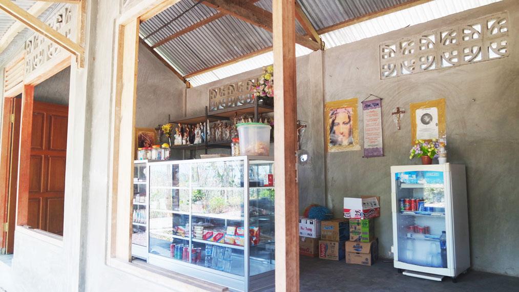 Koperasi sekaligus pos jaga wisata Bukit Nilo
