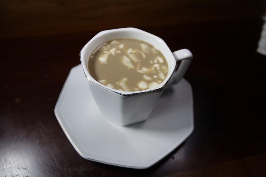 Kopi Rarobang adalah kopi khas Ambon yang terdiri dari bahan rempah yang menyehatkan tubuh