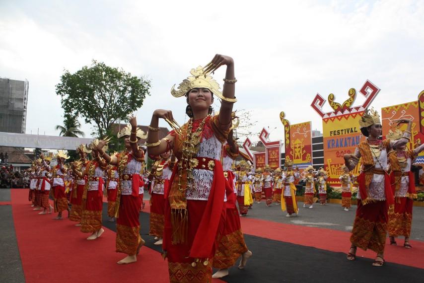 Koreografi tarian ini mengambil berbagai unsur dari aneka tari tradisional Lampung