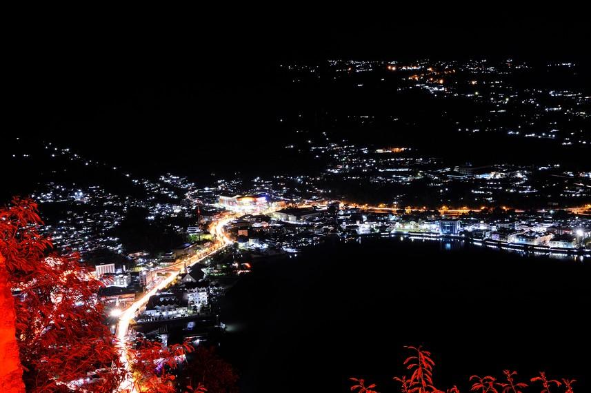 Kota Jayapura di malam hari dari ketinggian