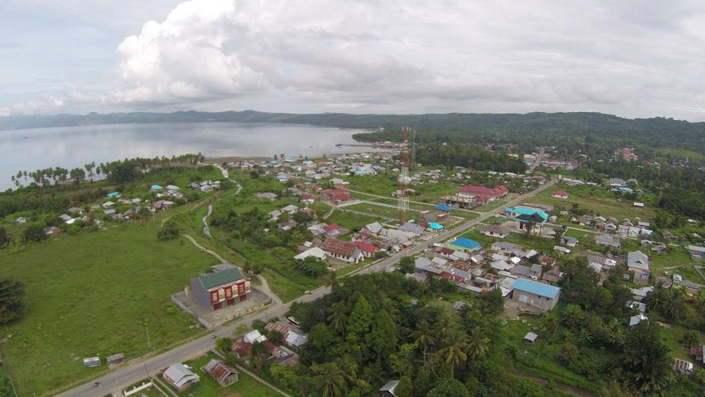 Kota Piru dilihat dari ketinggian