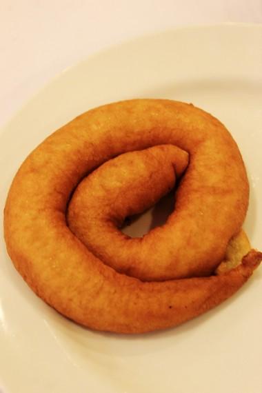 Kue usus ayam khas Malang yang dibuat dari potongan pisang ambon dan air kelapa