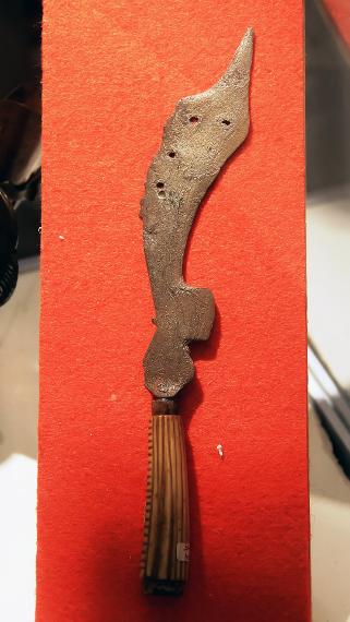 Dahulu, kujang digunakan sebagai alat untuk kegiatan berladang