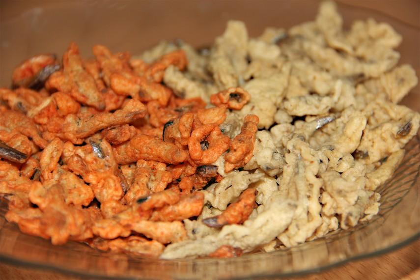 Kuliner ini banyak ditemukan di warung-warung yang berada di sepanjang jalan kawasan Sijuk, Belitung