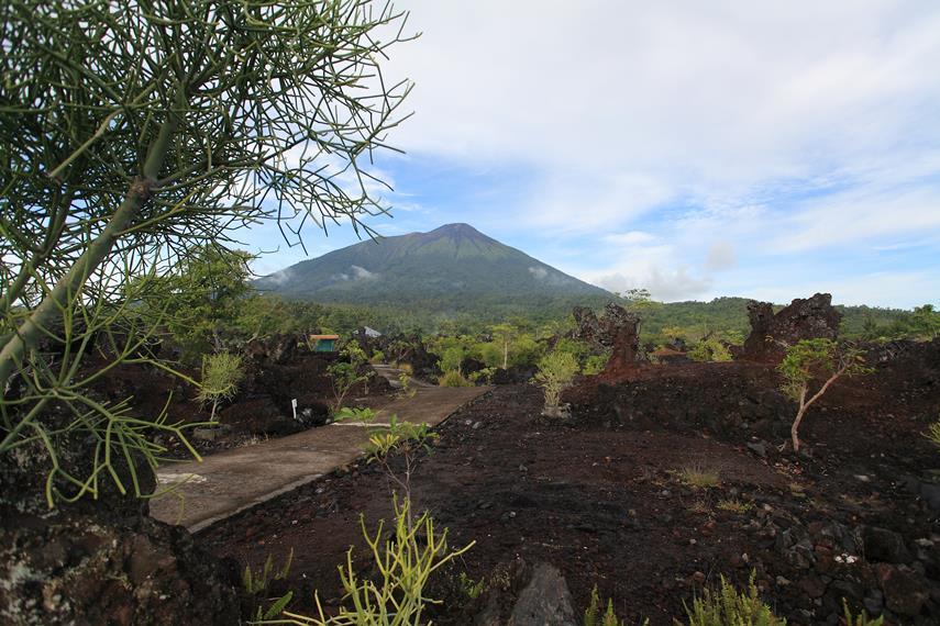 Lahar yang telah membeku hasil letusan Gunung Gamalama