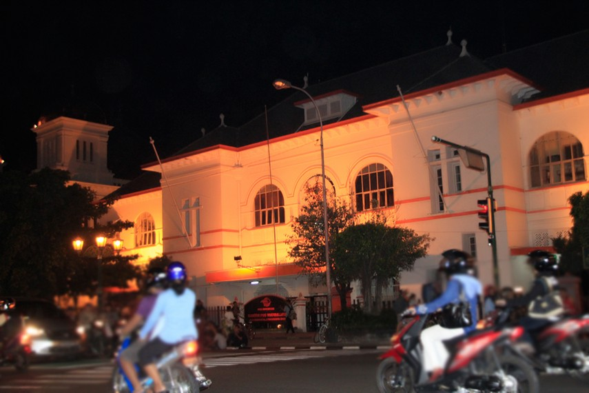 Lalu lalang kendaraan di kawasan Kota Tua Yogyakarta