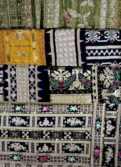 Beragam corak kain tapis yang siap dijual