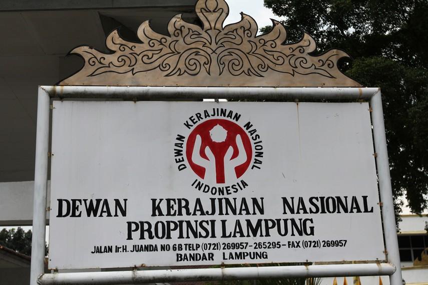Salah satu tempat penjualan kain tapis dan oleh-oleh khas Lampung