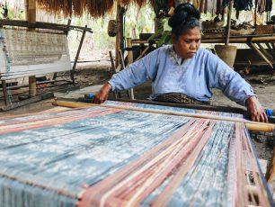 Sentra Industri Lokal Lepo Lorun: Mempertahankan Warisan Budaya di Tengah Gempuran Era Modernisasi