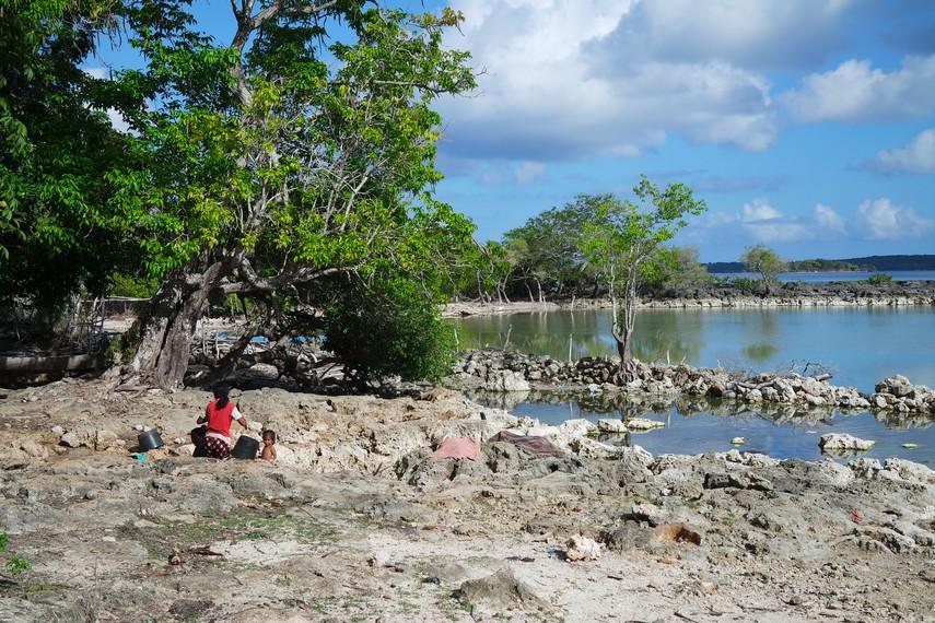 Letak laut terdekat dari danau pun lumayan jauh, sekitar 1 km