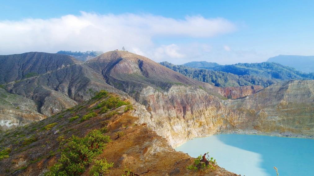 Lokasi gunung ini tepatnya berada di Desa Pemo, Kecamatan Kelimutu, Kabupaten Ende