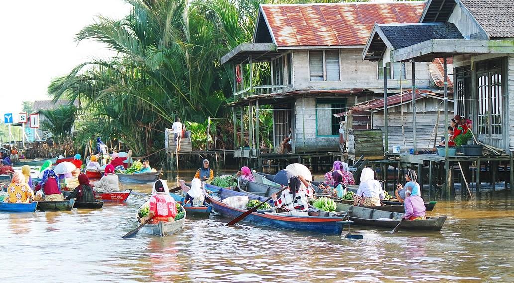 Lokasinya berada di salah satu anakan Sungai Martapura yang bernama Lok Baintan