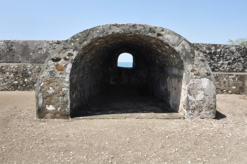 Lorong pengintaian di salah satu benteng yang masih utuh