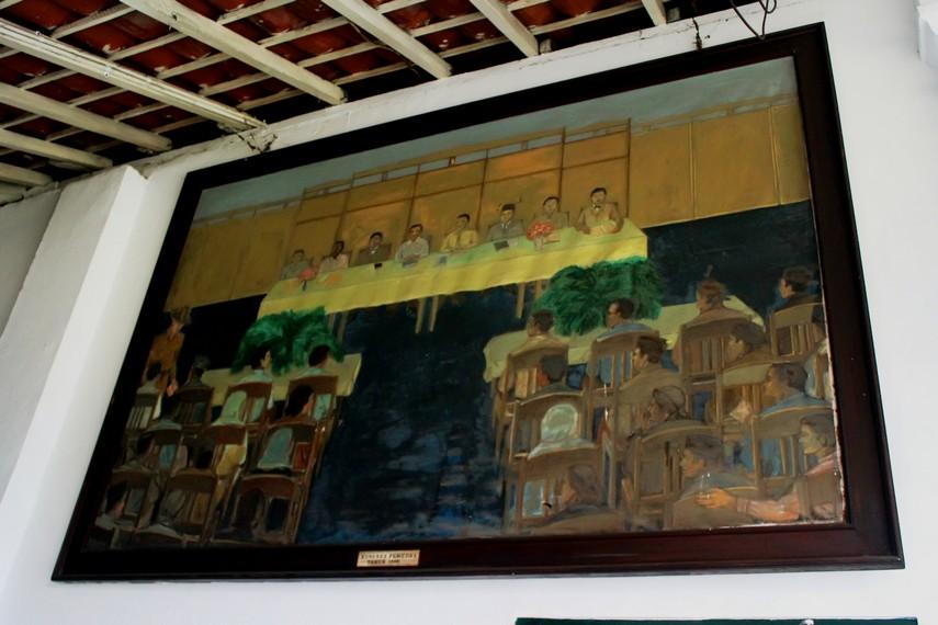 Lukisan pada media kanvas yang menggambarkan peristiwa Kongres Pemuda I di Museum Sumpah Pemuda