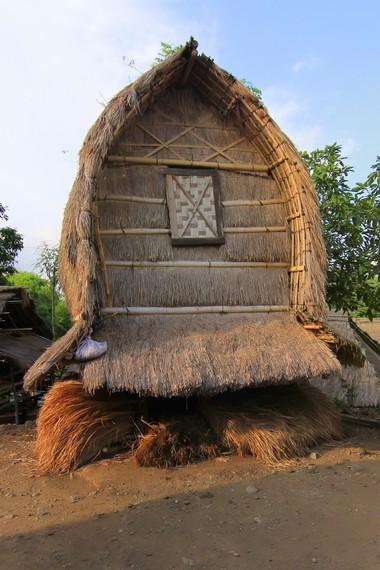 Lumbung padi yang berguna menyimpan padi untuk 5 sampai 10 keluarga