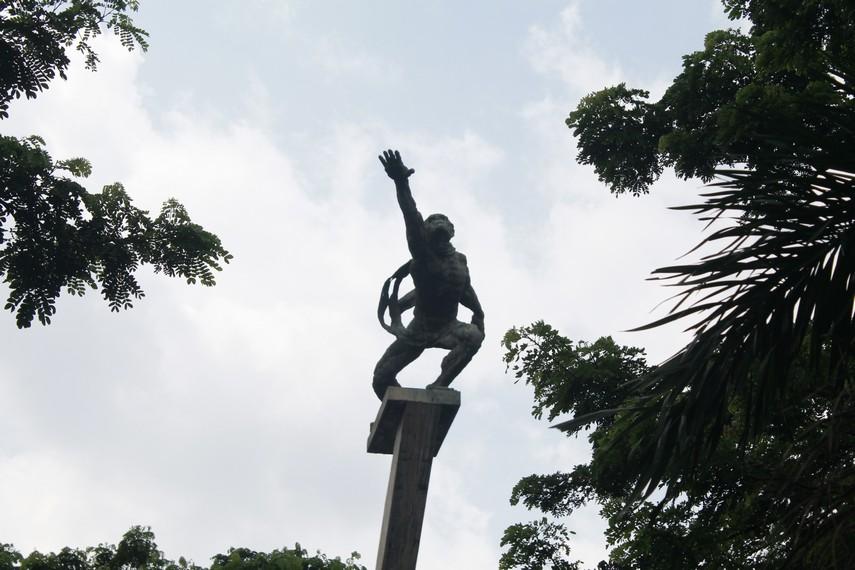 Patung Dirgantara (Patung Pancoran) yang ada disekitar Kawasan Pancoran Jakarta