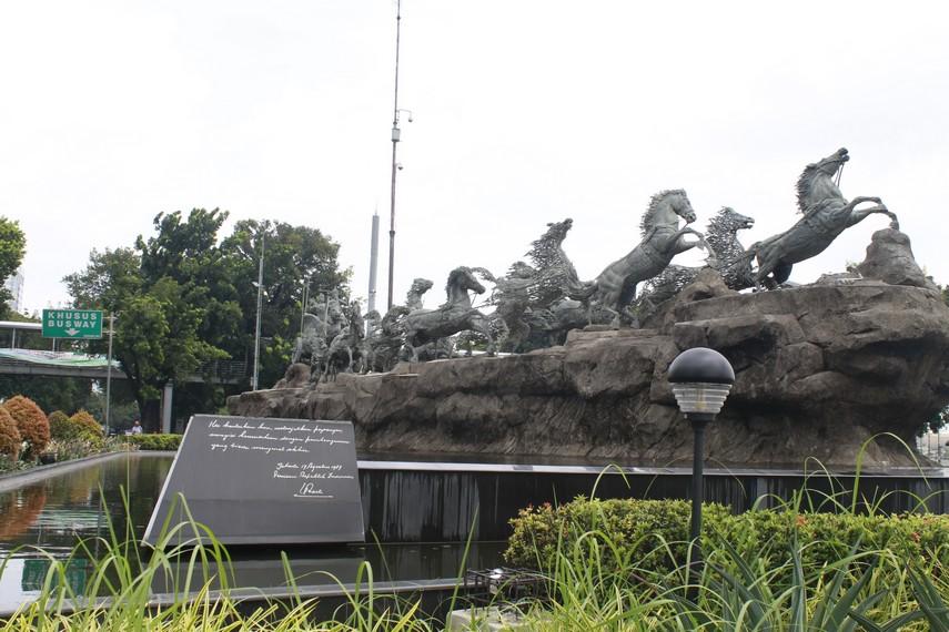 Patung Arjuna Wijaya di sekitar jalan Merdeka Barat