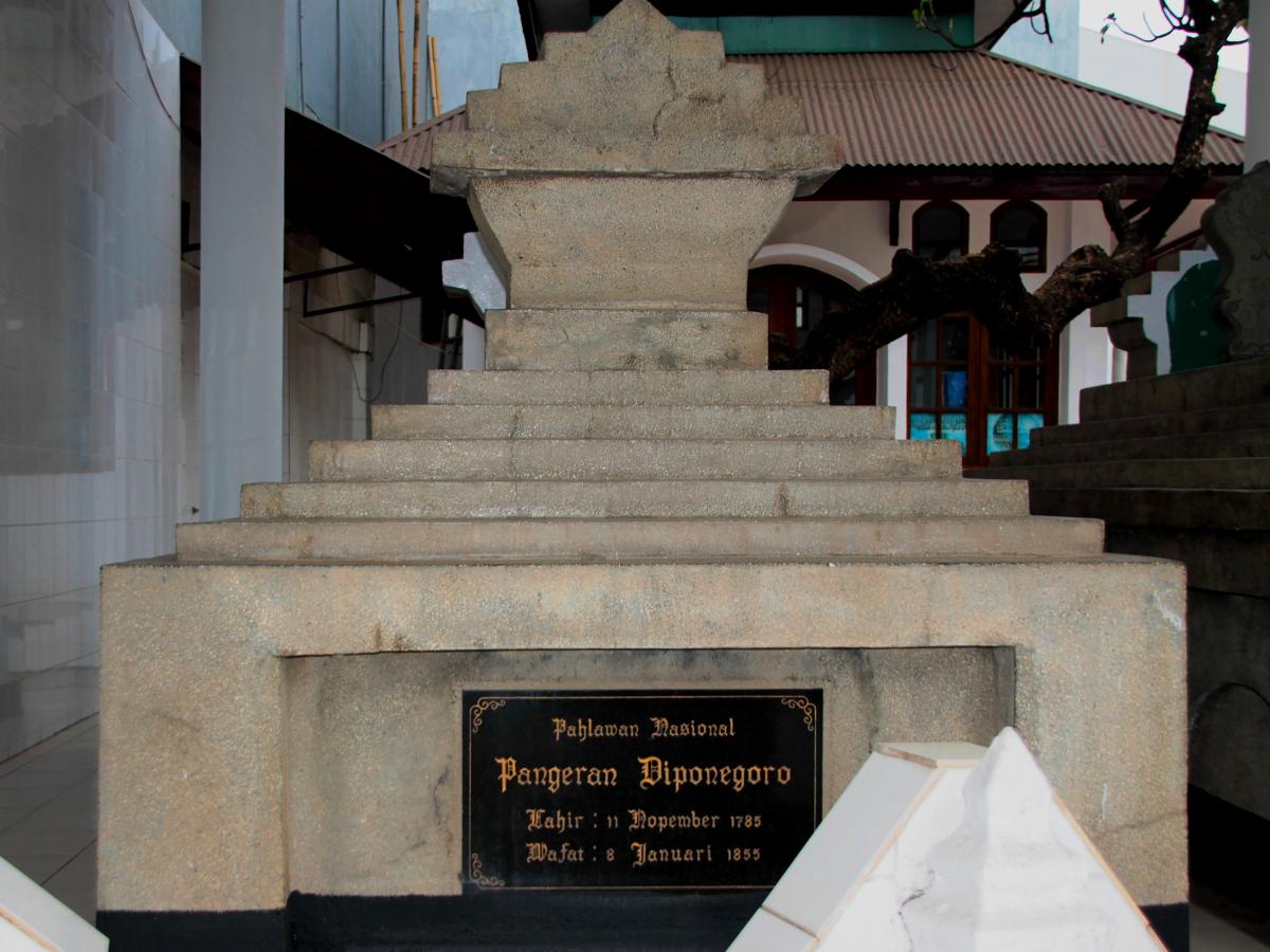 Makam_Pangeran_Diponegoro_1200.jpg