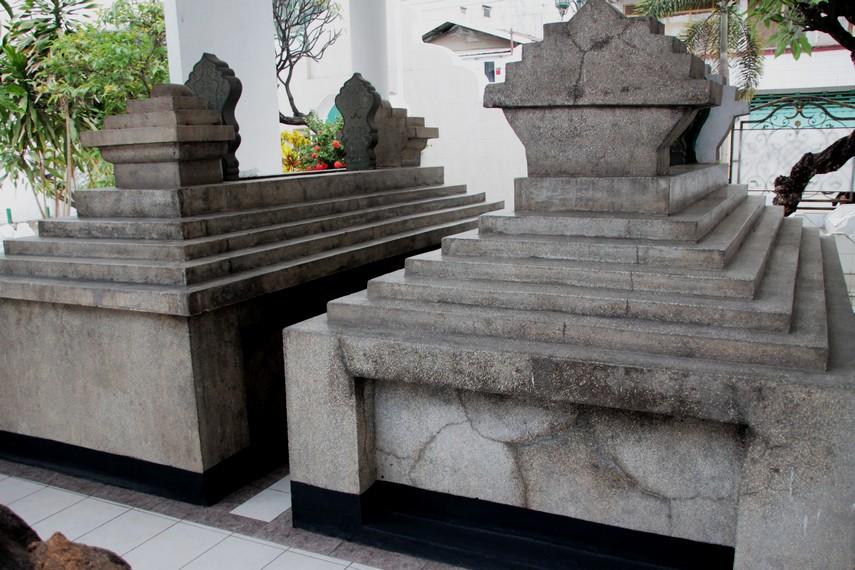 Makam Pangeran Diponegoro bersebelahan dengan makam sang istri