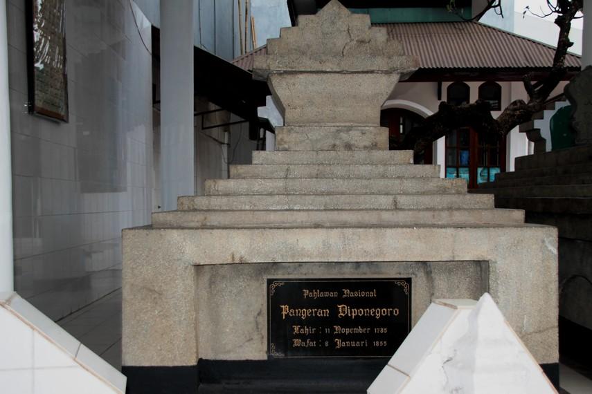 Makam Pangeran Diponegoro, salah satu pahlawan nasional Indonesia