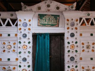 Mendoakan Sang Penyebar Islam di Kompleks Pemakaman Sunan Gunung Jati