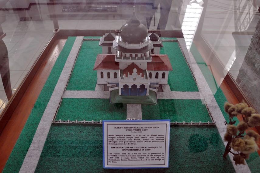 Maket Masjid Raya Baiturrahman rancangan De Brun yang dibangun 1879 oleh Hindia Belanda