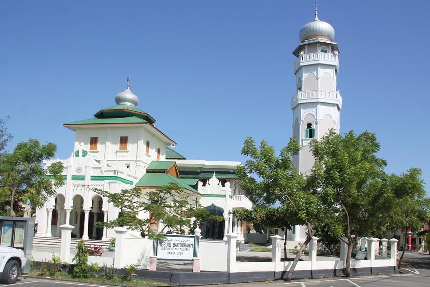 Masjid Baiturrahim diperkirakan didirikan sekitar abad ke-17
