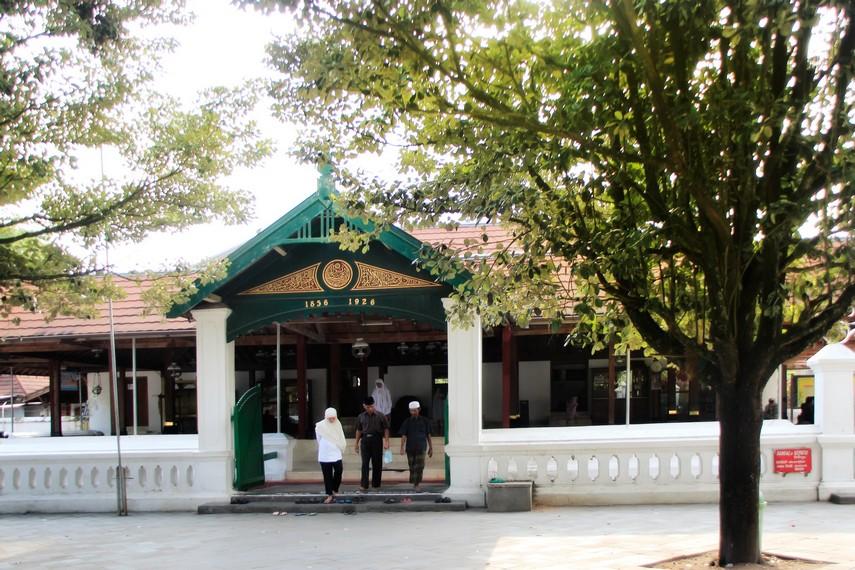 Masjid Mataram Kota Gede yang letaknya berada dalam satu komplek dengan makam