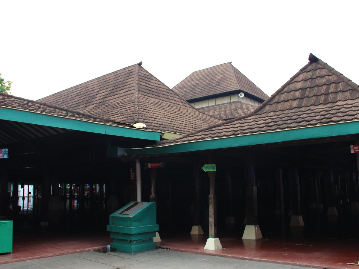 Masjid_agung_sang_cipta_rasa_1200.jpg