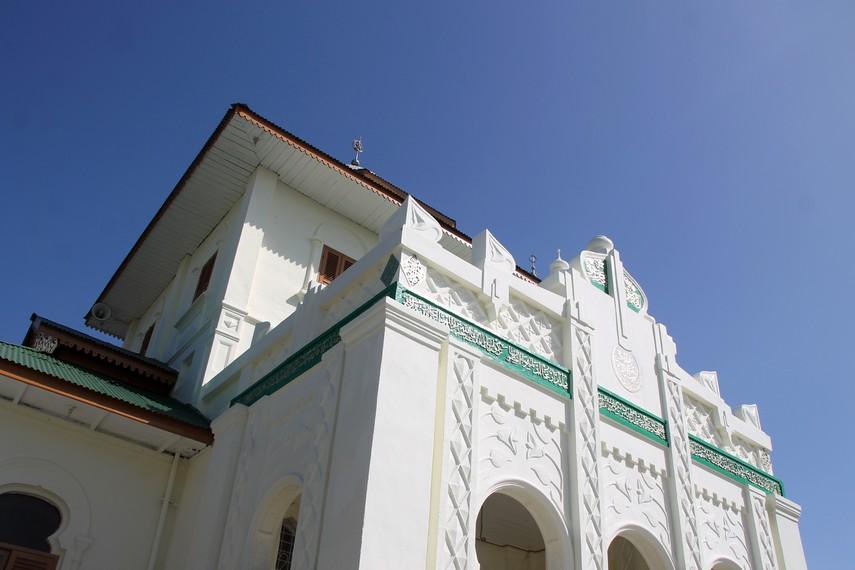 Masjid ini kembali mengalami pemugaran pada 1981, tapi dua tahun kemudian sebagian bangunan rusak akibat gempa