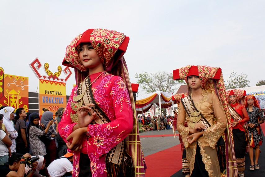 Masyarakat Pepadun awalnya berkembang di daerah Abung, Way Kanan, dan Way Seputih (Pubian)